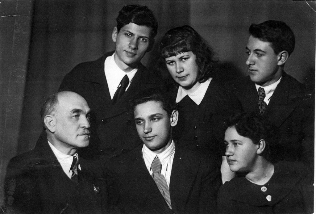 Лев Цейтлин с учениками