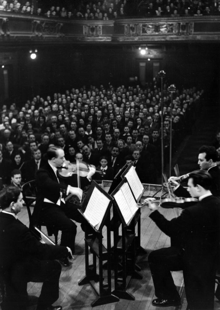 Tchaikovsky String Quartet: Rudolf Barshai, Jakob   Slobodkin, Anton Sharoev, Julian Sitkovetsky.   Budapest, 1955