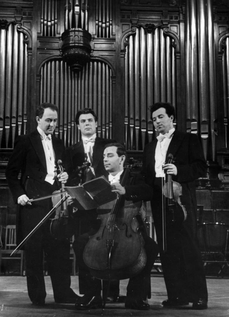 The Tchaikovsky String Quartet: Julian Sitkovetsky,  Anton Sharoev, Rudolf Barshai, Jakob Slobodkin, Grand   hall of Moscow conservatoryc