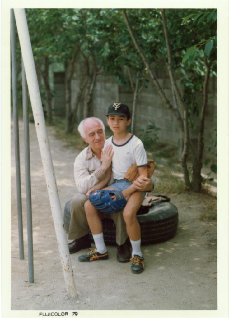 С сыном Такеши Сода. Япония, 1974