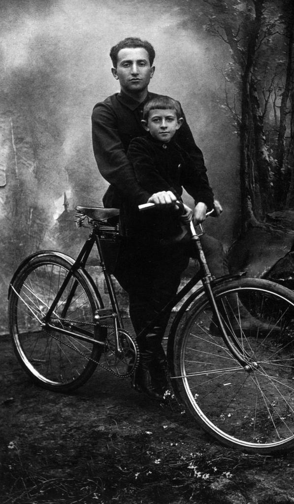 Boris Barshai with his son Rudolf. 1932