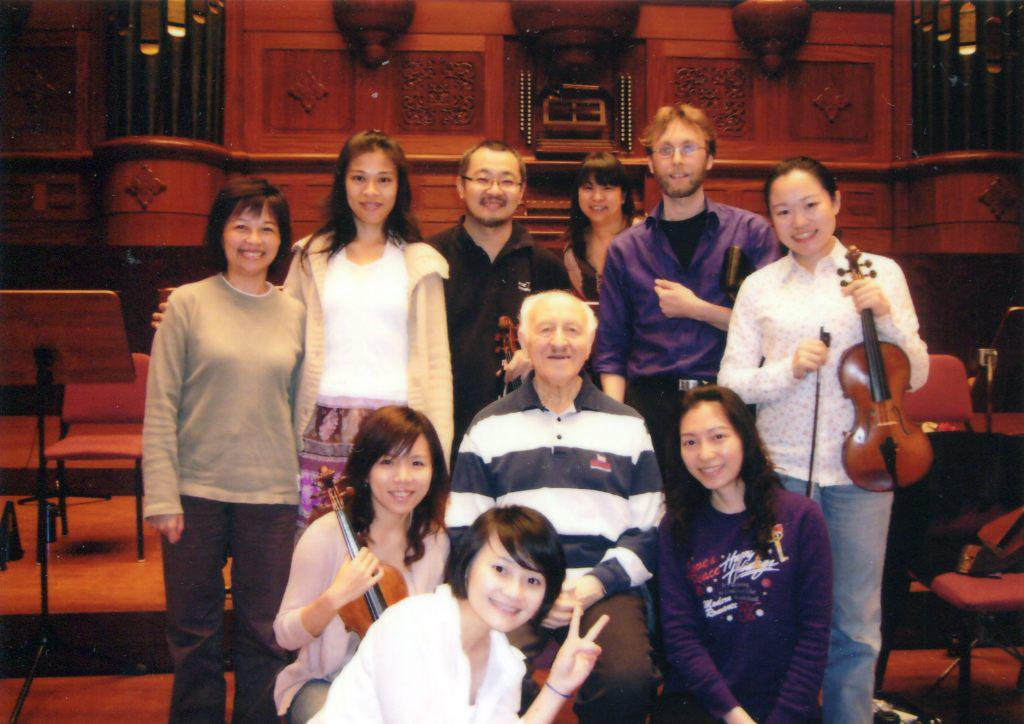 Rudolf Barshai and musicians of the Taipei Symphony   Orchestra